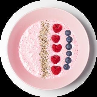 Vaaleanpunainen smoothiekulho, jossa on hampunsiemeniä, vadelmia ja mustikoita